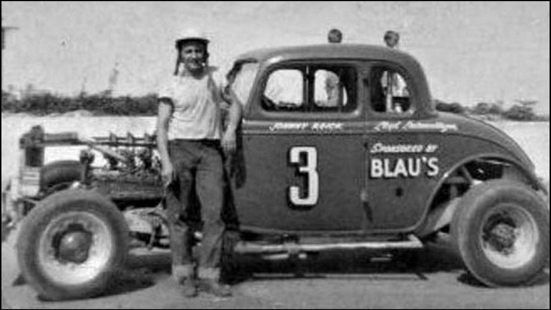 Hometown-Hero-Johnny-Reick-from-Kitchener-Ontario-at-Bridgeport-Speedway.-Courtesy-of-Rich-Mills-2