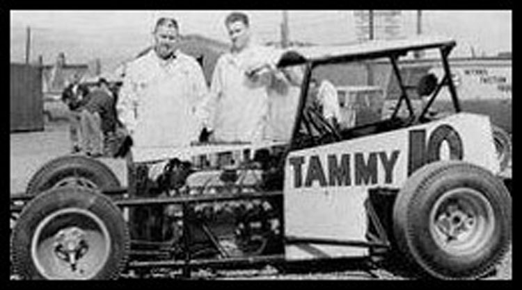 John McIntyre built the Tammy 10 that Harvey Lennox was so successful with. Courtesy of Beach McIntyre
