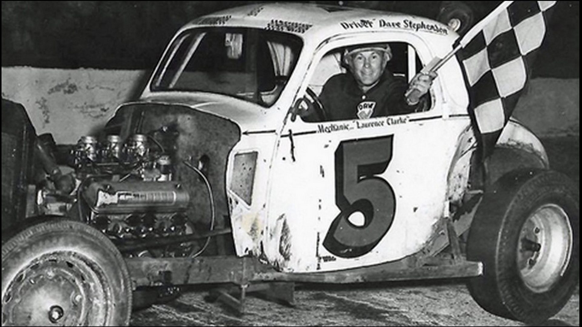 Dave-Stephensoon-takes-the-win-at-Pinecrest-Speedway.-Courtesy-of-Biull-Stephenson