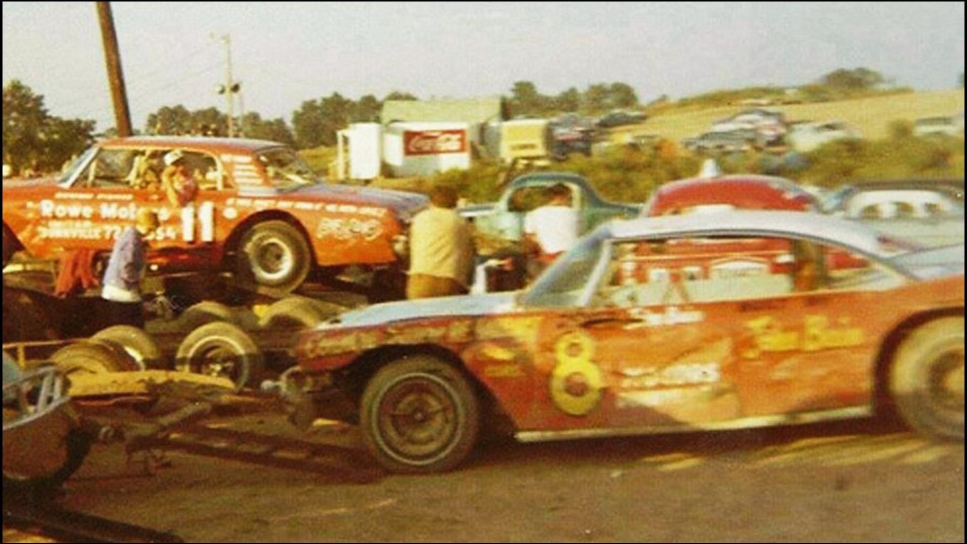 Howard-Disher-at-Ascot-Park-Tillsonburg-Ontario-unloading-his-11-Late-Model-in-1970-the-year-that-Ascot-Park-reopened-after-being-closed-for-several-years.-Courtesy-of-Mike-Lindsay